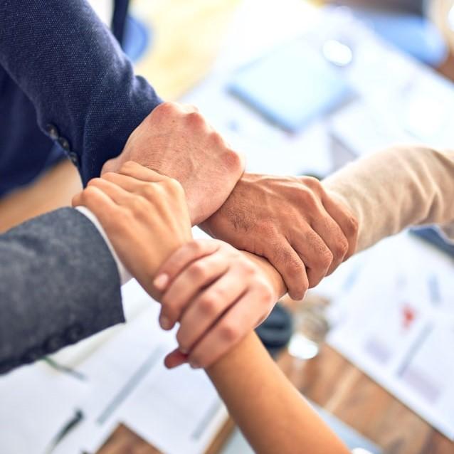 teambuilding, kézfogás